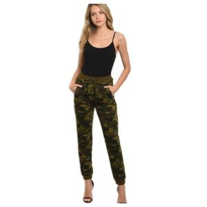 NWTS 5 ⭐️ 100% Cotton Camouflage Joggers Small